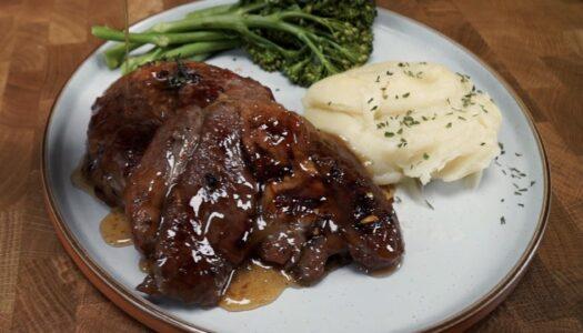 Sweet pepper glazed steaks